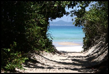 A chegada na praia de Lopes Mendes, em Ilha Grande. #ilhagrande #lopesmendes…