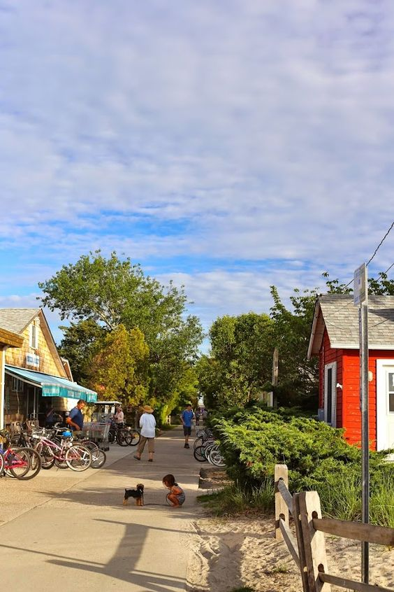 Fire Island is such a magical place— Cars aren't allowed, so you walk or bike everywhere.