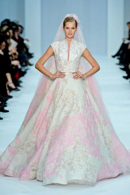 les plus belles robes de mari e haute couture pinterest. Black Bedroom Furniture Sets. Home Design Ideas