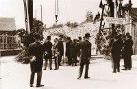 1935 : Caen première ville à mettre en place le réseau d'assainissement séparatif (séparatif , séparatif ...  en 2016 , en France , c'est de l'eau potable qui nettoie nos toilettes !!!! Grrrrrrrrrr !). En 1931, Caen était l'une des villes de France les plus polluées et celle où les cas de typhoïde étaient les plus nombreux.Le 9 juillet 1932 : pose du premier tuyau, rue du Carel à Caen, en présence du Président de la République, Albert LEBRUN.