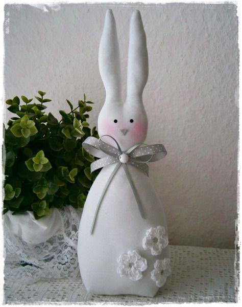 Großer Hase*frei stehend*weiß*Ostern*Landhaus von Little Charmingbelle auf DaWanda.com