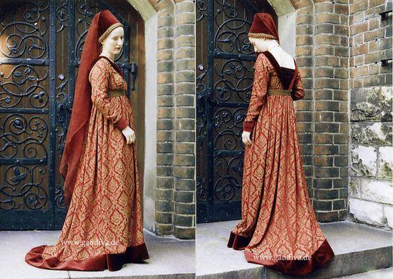 Burgundisches Kostüm aus antikem Brokat