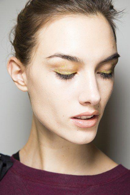 Beauty Boom: Delineador e sombra Neon é umas das tendências de maquiagem para o Inverno 2014! #maquiagem #delineador #neon #cor #trends #beleza #inverno #fall #desfile  #Altuzarra