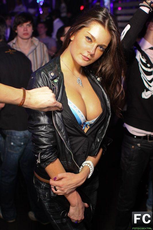 девочек в клубе москва