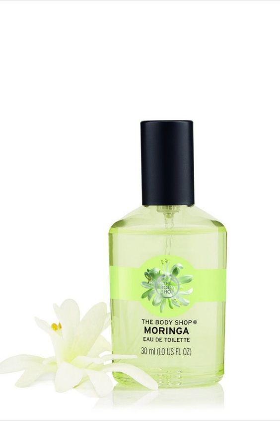Dieses Eau de Toilette verleiht Ihrer Haut einen spritzig-blumigen Moringaduft. Harmonierende Zucker- und Moringaextrakt-Duftnoten verbinden sich zu einem einzigartig frischen Aroma.