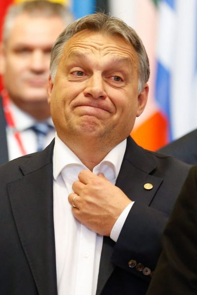 Orbán Viktor miniszterelnök távozik az Európai Unió csúcsértekezletének végén, a 2015. október 16-ra virradó éjjel(MTI/EPA/Laurent Dubrule)