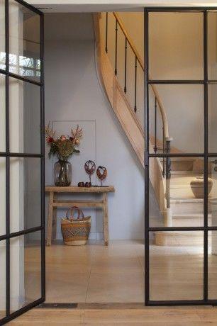 Deuren met daar achter een prachtige traphal. should it be glass wall, stair, modern style?