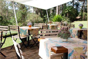 http://www.montanhasdojapi.com.br  Lindissimo, é uma fazenda que possui uma pequena e charmosa pousada. O visual é maravilhoso. O menu é delicioso. Perfeito para quem quer algo rústico, elegante e perto da natureza. Dá para viajar neste lugar.