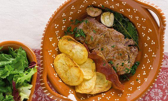 Bife de vitela à portuguesa, um prato típico e delicioso, que agrada a toda a família