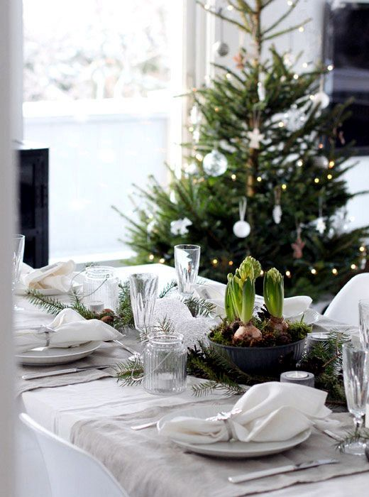 Winter Table Decor Do It Yourself Natural Materials And White Winter Christmas Table Settings Winter Table Christmas Interiors