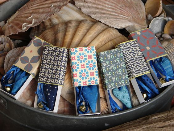 zwei Herzlesezeichen, jedes   im eigenen  Schäc... von Doki-Design auf DaWanda.com