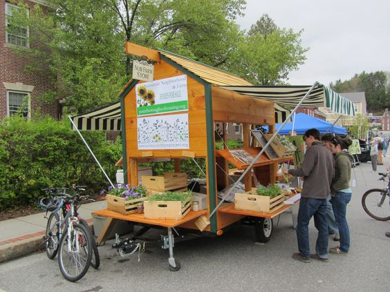 Farmers Market Portable Toilet : Another portable farm stand makes the back of a pick up
