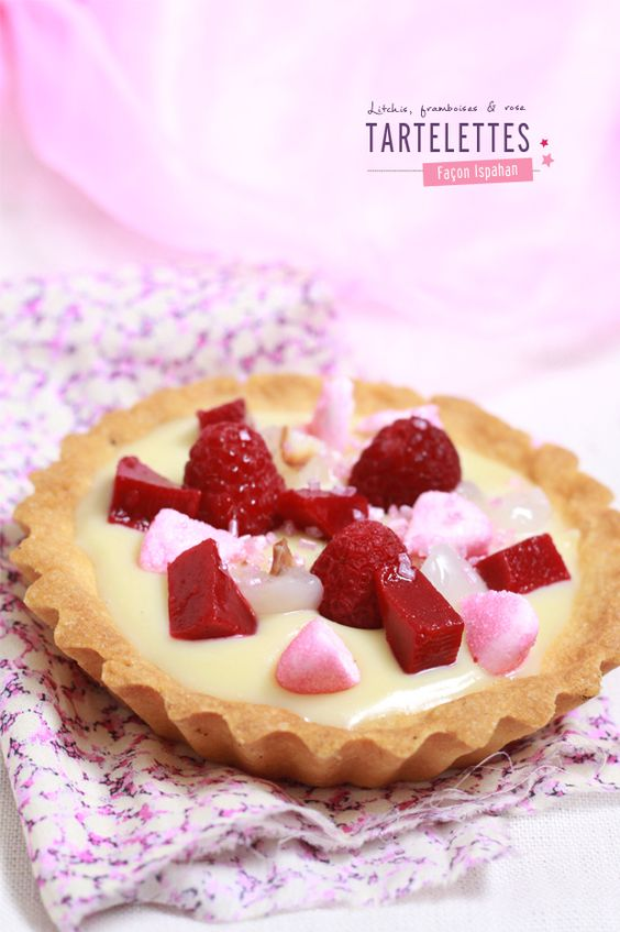 Lithchis, raspberry and rose tarts / Tartelettes façon Ispahan