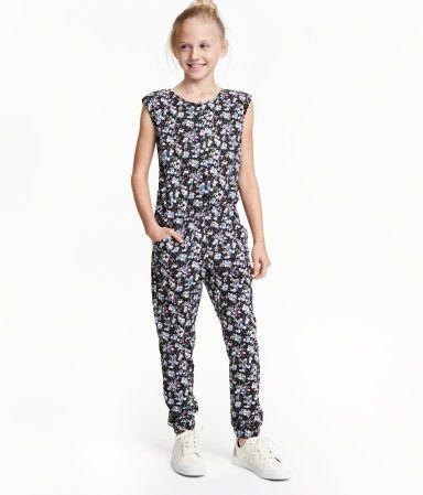 Dunkelgrau/Weiß. Jumpsuit aus Baumwolljersey mit 1/8-Ärmeln, Seitentaschen und…