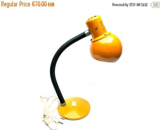 Lampe orange design en métal . De table, bureau, chevet . Forme boule, sphérique…