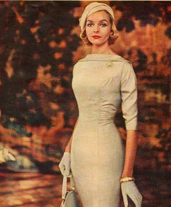 I love the details on this dress: the collar, the ruche, the seams, the sleeve length. Vintage 1950's style: