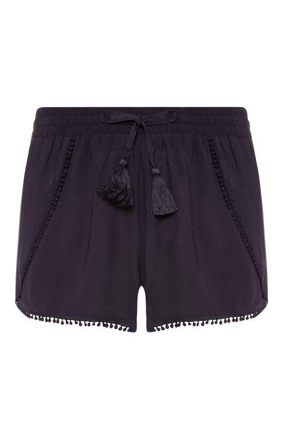 Primark - Marineblaue Shorts mit Bommelbordüre