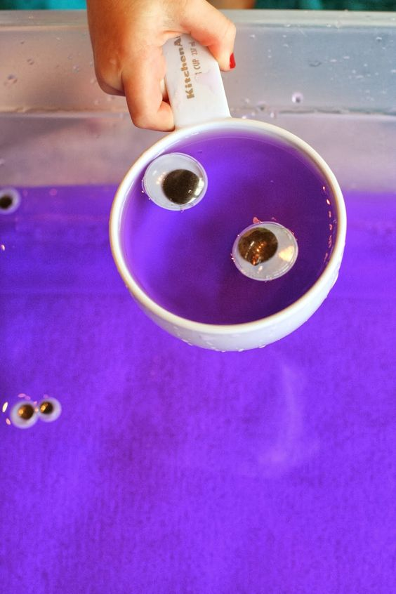 Colored water sensory bin googly eye soup home eyes for Large googly eyes crafts