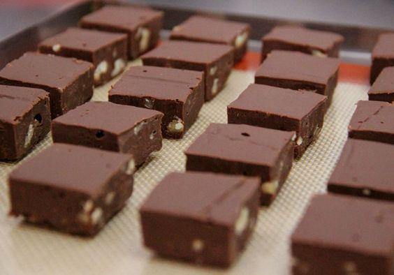 Passo a passo de fudge de chocolate e nozes | MdeMulher