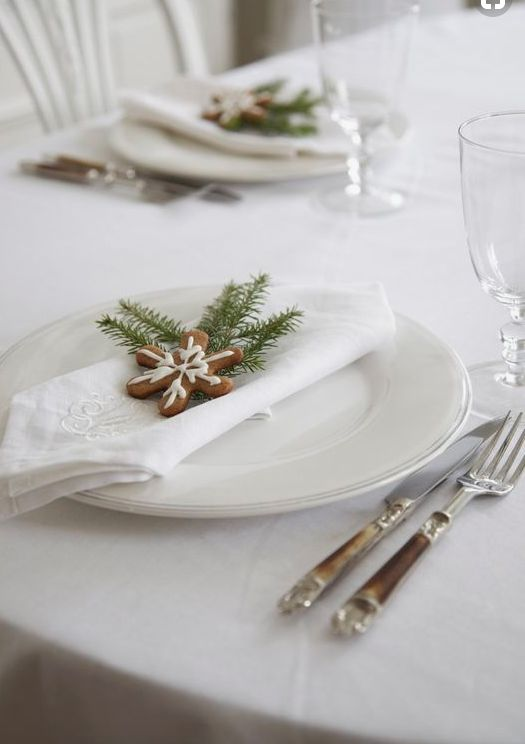 If you're dreaming of a white Christmas, then you'll want to deck your house out ... in that peaceful winter palette with some white Christmas decorations. Decorating in neutral colors to create a beautiful cozy space this holiday season!