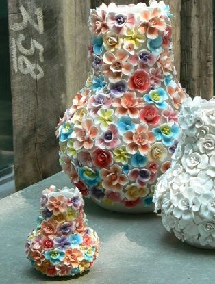 love these vases, in colour please!