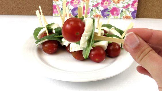 Tomate Mozarella Spieße mit Basilikum - mediterranes Fingerfood für die ...