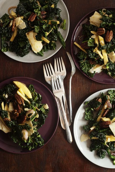 This Kale, Pecan, Apple & Parmesan Salad looks delicious! Perfect for work/school as the kale will only get better as it soaks up the Molasses Vinaigrette. Yum!