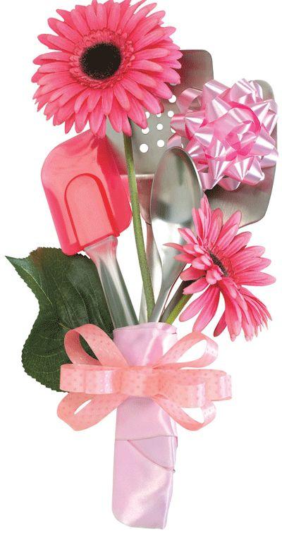 Gosta de lembrancinha? Um buquê com utensílios de cozinha e flores.