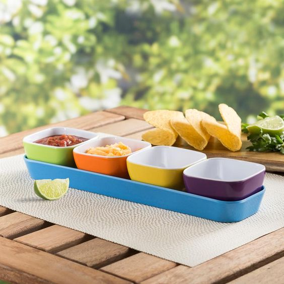 Serve snacks, set out condiments or get ready for taco night with our lightweight and colourful Vista Bowls with Tray. Break resistant plastic bowls and tray are great for kids or outdoor serving on the patio, at the cottage or by the pool.