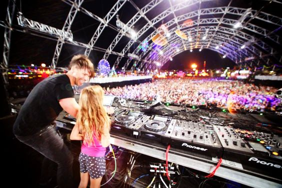 BT and his DJ daughter. cutest ever.