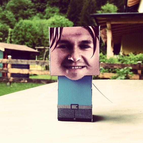 Mit PaperMe könnt ihr euch ganz einfach eine Vorlage für eine Figur von euch selbst, den Lieblingsstar, Freund oder Kollegen generieren.