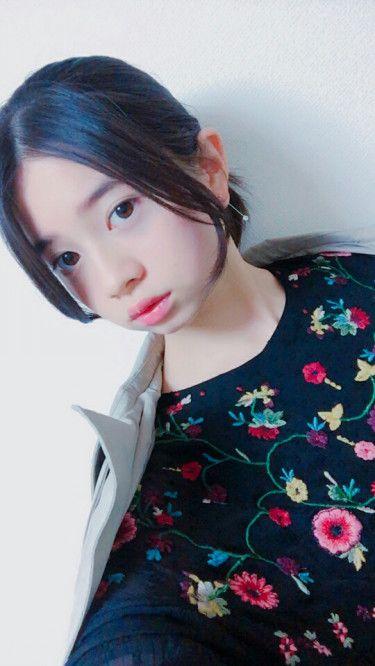 花柄洋服の桜田ひより