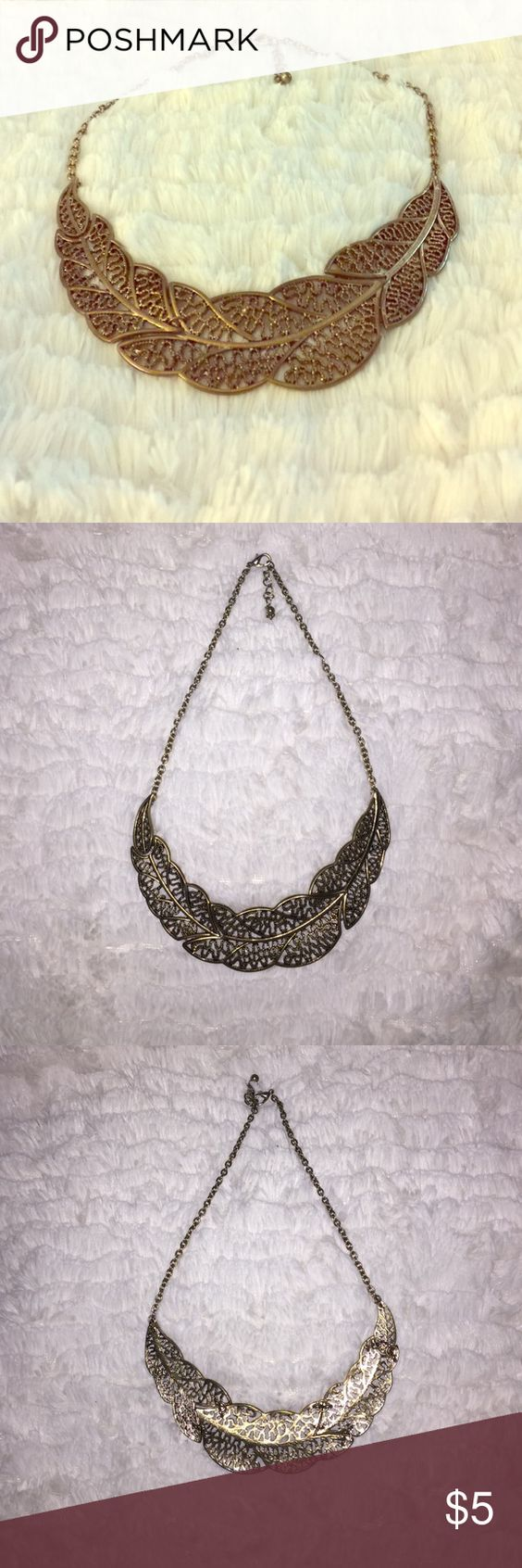Gold leafy necklace Accessorize your outfit with this cute neck candy!    25% off when you bundle 6+ Forever 21 Jewelry Necklaces