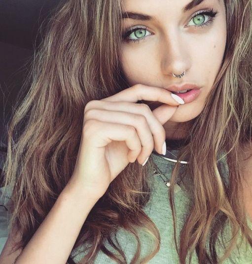 ojos verdes                                                                                                                                                      Más