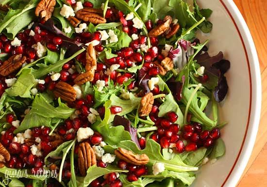 Mixed Baby Greens with Pomegranate Seeds, Gorgonzola and Pecans #pecan #salad #pomegranate #gorgonzola #glutenfree