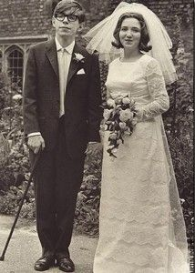 It's hard to think about Stephen Hawking without also thinking about is wheelchair and the computer which helps him speak. However, the British scientist was a normal young man when he was studying at Oxford. In 1965 Stephen married Jane Wilde. This photo was taken after Hawking was diagnosed with Lou Gehrig's disease ( ALS ).