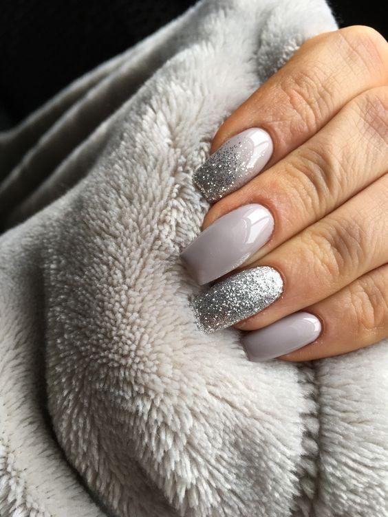 Top 26 Niesamowitych Inspiracji Na Szare Paznokcie Idealny Wybor Na Ten Sezon Strona 4 Z 5 Dark Color Nails Silver Nails Luxury Nails