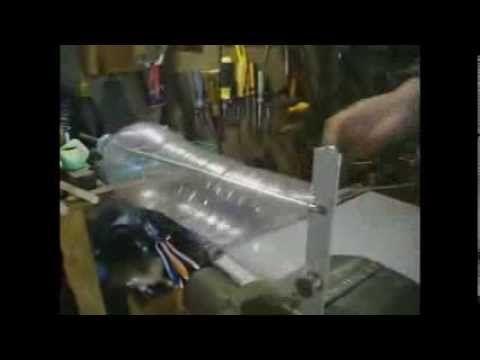 transforms plastic bottles into super strength plastic rope. supersterk touw-lint snijden van plastic flessen, en hoe de plasticsnijder wordt gemaakt