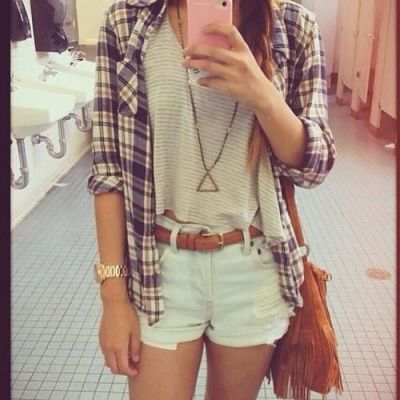 It feels like the perfect night to dress up like hipsters and make fun of our ex's...
