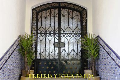 Disenos de puertas de herreria ejemplos de forja for Puertas para patios modelos
