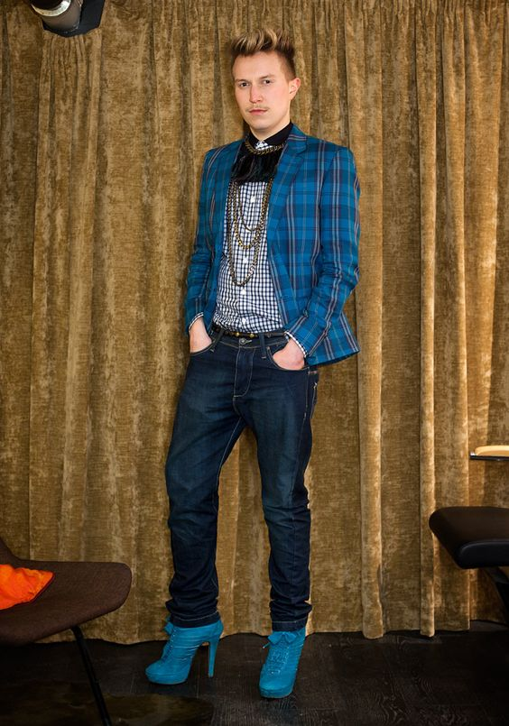fashioniste in blue, right down to his shoes