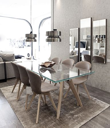 BoConcept - Notting Hill Showroom; : Monza table with supplementary tabletops, Adelaide Chairs, Elegance Rug;