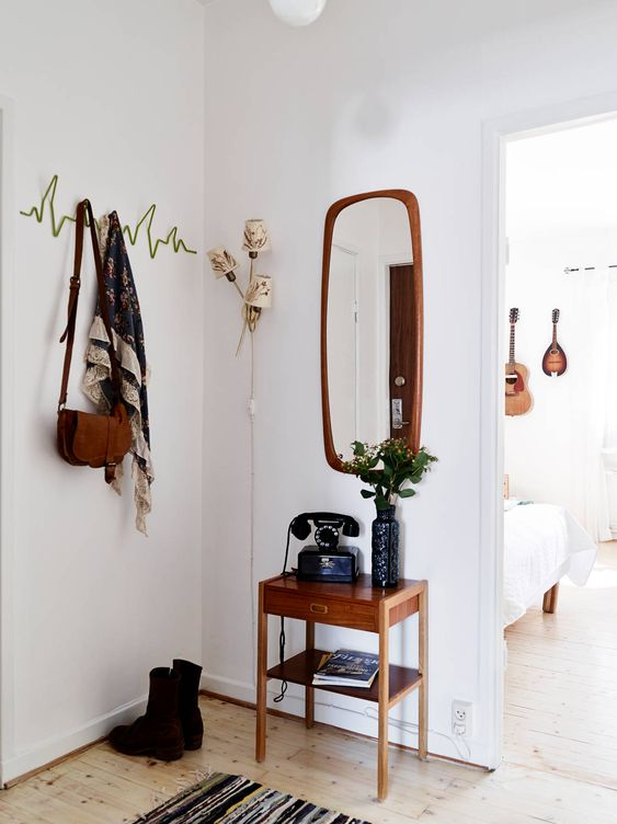 Perfect entryway furnishings for a small NYC apartment. Love that everything is vintage and pre-owned. Who said used furniture isn't the way to go?: