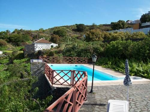 Corral de Payo Casita Blanca Bre�a Baja Surrounded by gardens and vineyards, in Bre?a Baja, Corral de Payo Casita Blanca is a 1-bedroom house with a shared swimming pool and barbecue area. This restored 19th-century farmhouse has ocean views.