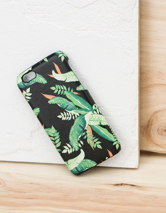 Carcasa trópical efecto piel iPhone 5/5s. Descubre ésta y muchas otras prendas en Bershka con nuevos productos cada semana