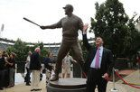 Jim Thome statue is unveiled at Progressive Field