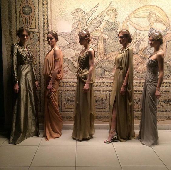Défilé de mode au Musée de @Zeugma_museum #Turquie Création depériode #romaine couturier par:@DilekHanifWorld