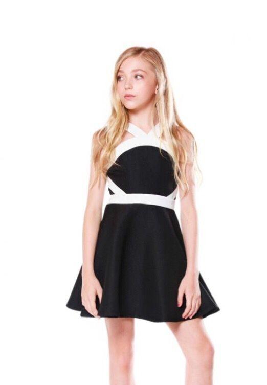 Cocuk Abiye Kiyafet Modelleri Siyah Kisa Boyundan Askili Iki Renk Sade Elbise Modelleri Kiyafet Elbise