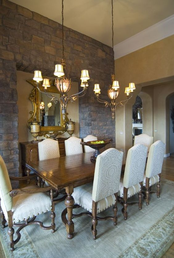 Tips on how to bring the charm of tuscan dining room decor for Formal dining room wall decor