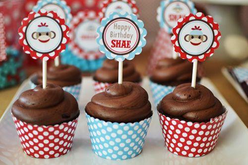 Resultado de imágenes de Google para http://www.babylifestyles.com/images/parties/sock-monkey-red-blue-birthday-party/sock-monkey-red-blue-birthday-party-cupcake-wrappers-toppers.jpg